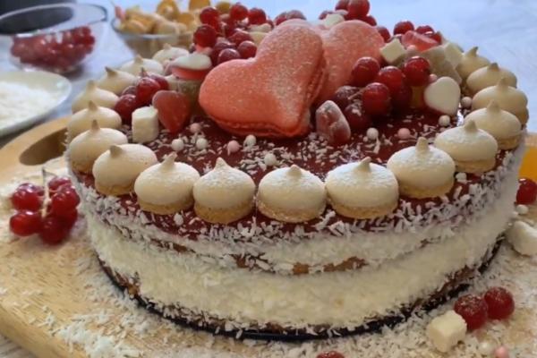 Бісквітний торт з кокосовою стружкою