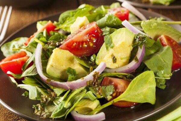 Салат з авокадо та горошком