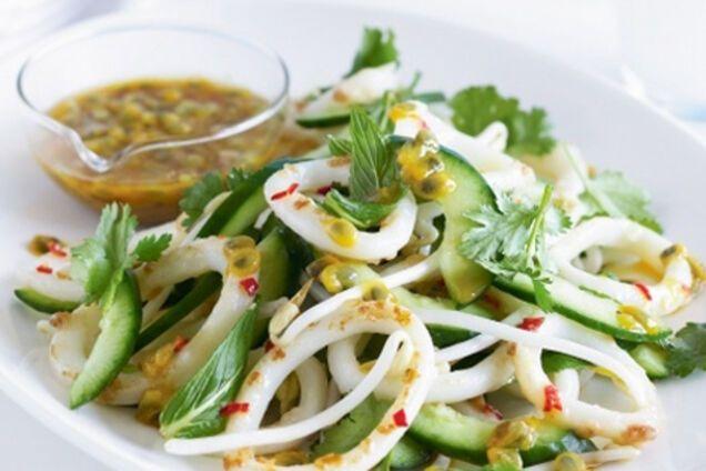 Салат з кальмарами та авокадо