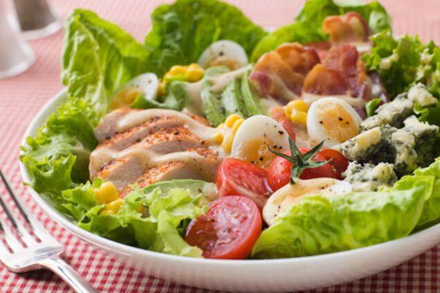 Салат с мясом курицы и авокадо