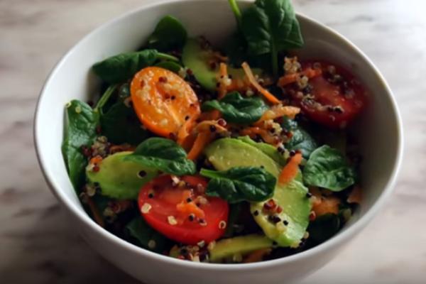 Салат з кіноа та авокадо
