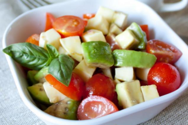 Салат з авокадо та зеленню