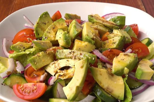 Овощной салат с авокадо