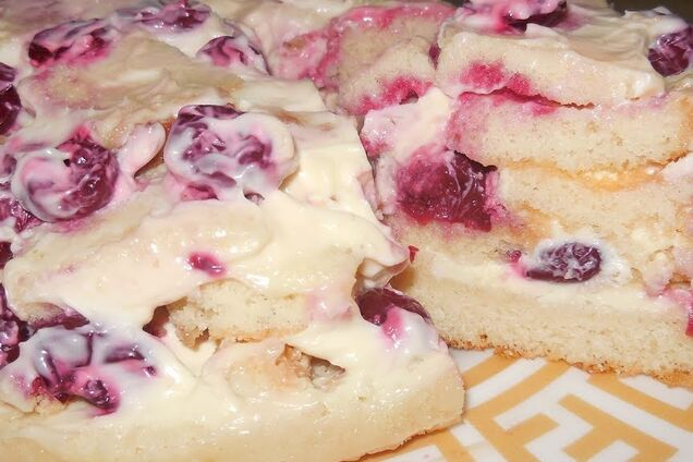 Торт с вишней и сметанным кремом