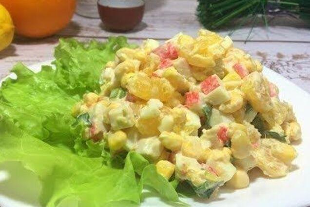 Салат з крабовими паличками та апельсином