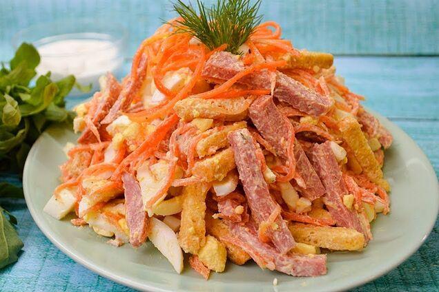 Салат з корейською морквою і сухариками