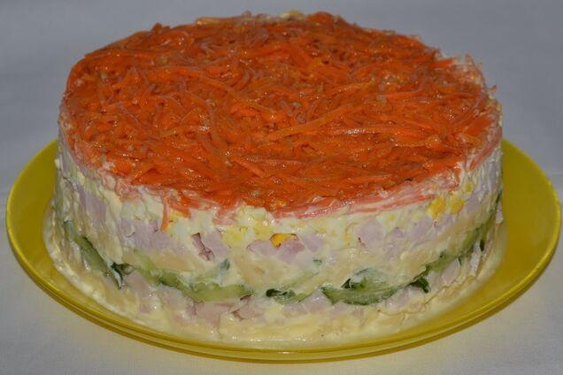 Салат з корейською морквою і шинкою