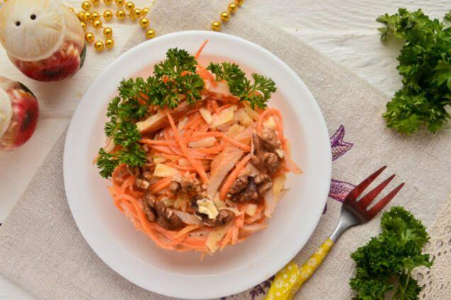 Салат з копченою куркою і корейською морквою