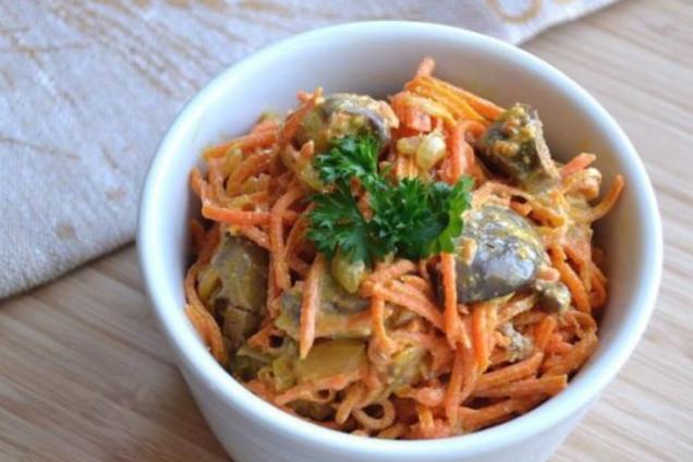 Салат з серцем і корейської морквою