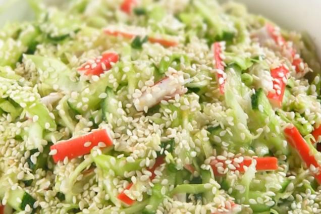 Салат с пекинской капустой и крабовыми палочками без майонеза
