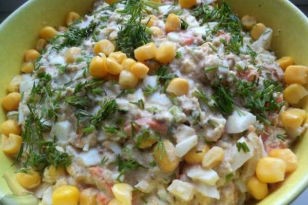 Салат с сардиной и кукурузой