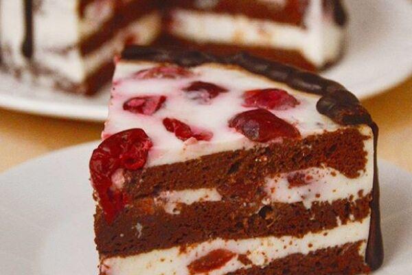 Торт-суфле з сиром і вишнями
