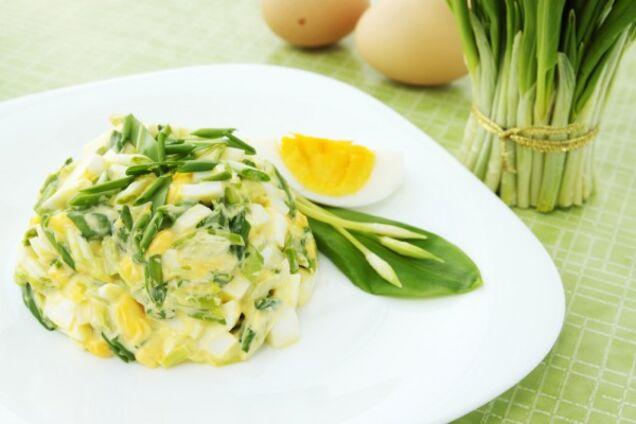 Салат з черемші та яєць