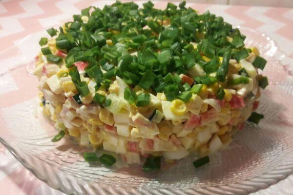 Салат с плавленым сыром и консервированной кукурузой