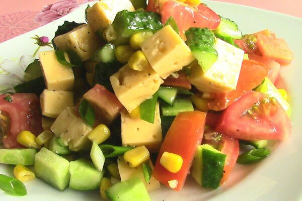 Салат с консервированной кукурузой без майонеза