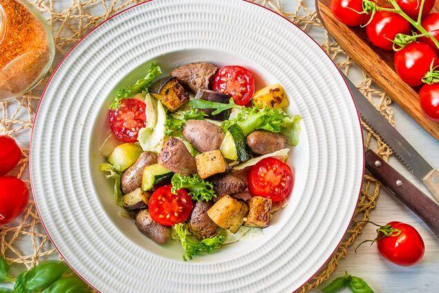 Салат из куриных сердечек и кукурузы