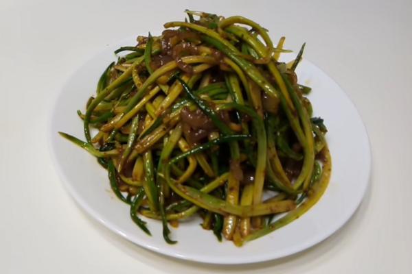Салат з черемші по-корейськи
