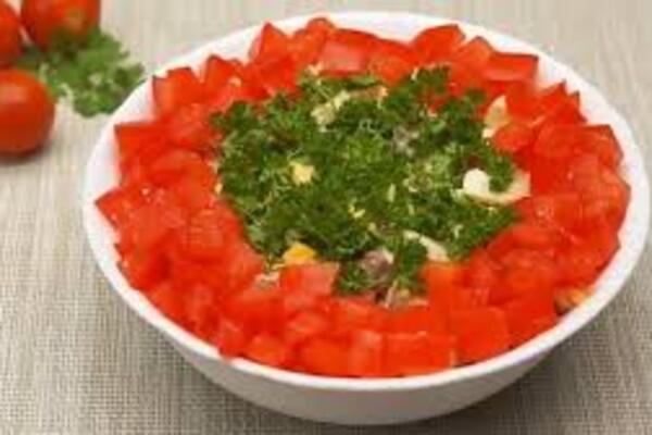 Салат з курячими сердечками і помідорами