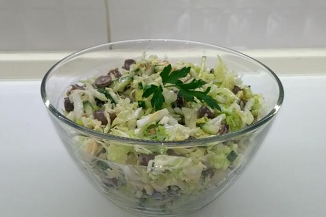 Салат з курячими сердечками і пекінською капустою