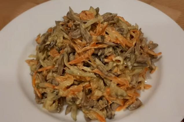 Салат з курячими сердечками і огірком