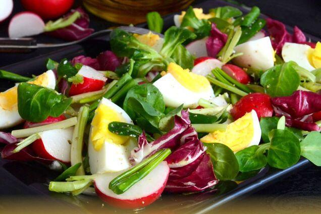 Салат з черемшею та редискою
