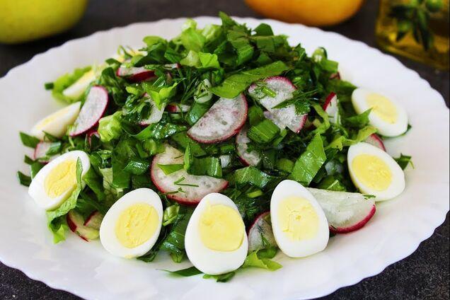 Салат з черемшею, яйцем і редискою