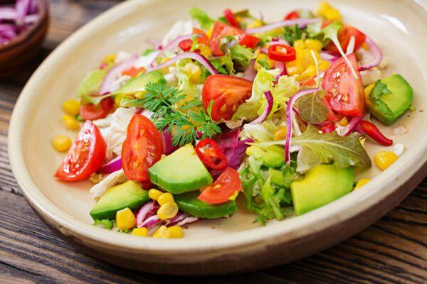 Пісний салат з авокадо