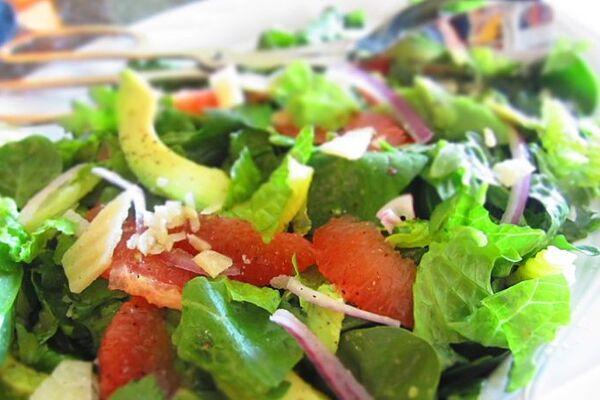 Салат с кальмаром и авокадо