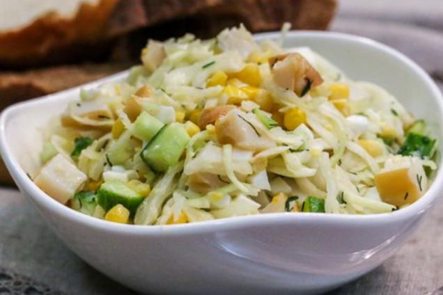 Салат с кальмарами консервированными