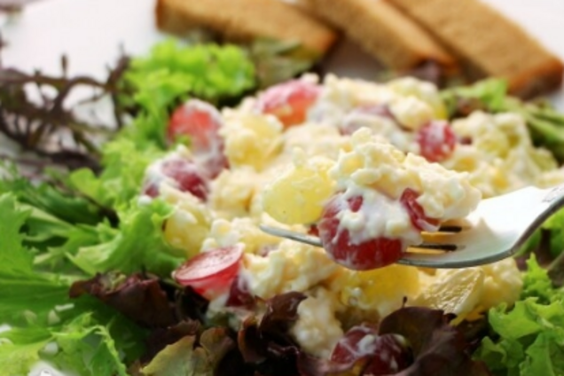 Салат с виноградом и куриным филе