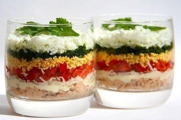 Салат з копченою куркою та огірками