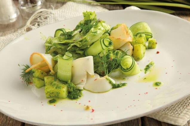 Салат з копченим кальмаром