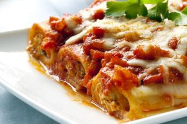 Каннеллони с мясом под томатным соусом