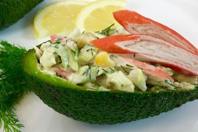 Салат з авокадо та крабовими паличками