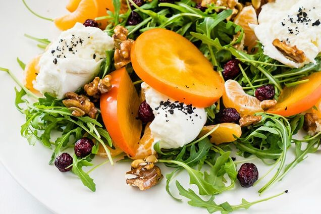 Салат с грецкими орехами и сыром