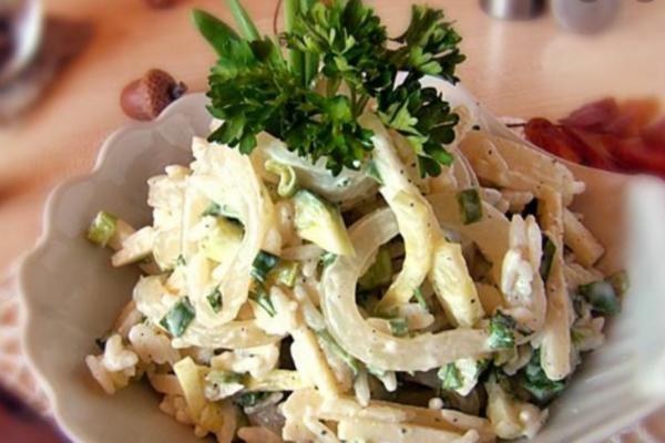 Салат с кальмарами и яблоком