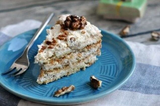 Торт з безе і горіхами