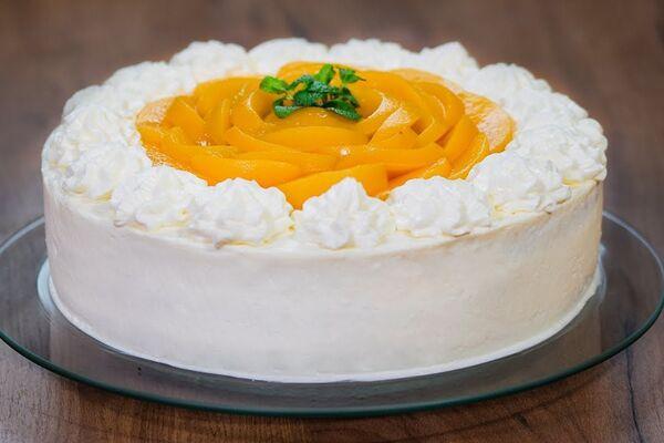 Торт з консервованими персиками