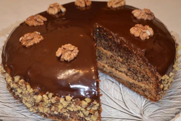 Торт з волоськими горіхами