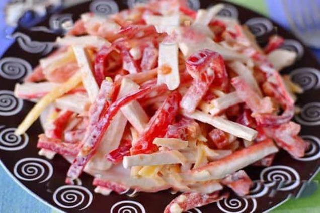 Новорічний салат з крабовими паличками