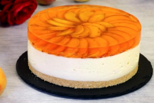 Торт с персиками и желе