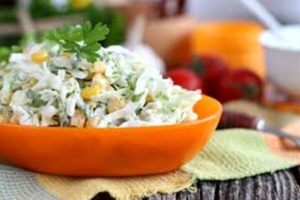 Салат с плавленым сыром и крабовыми палочками