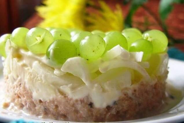 Салат із виноградом, куркою і сиром