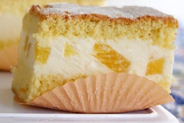 Торт з ананасами та сирним кремом