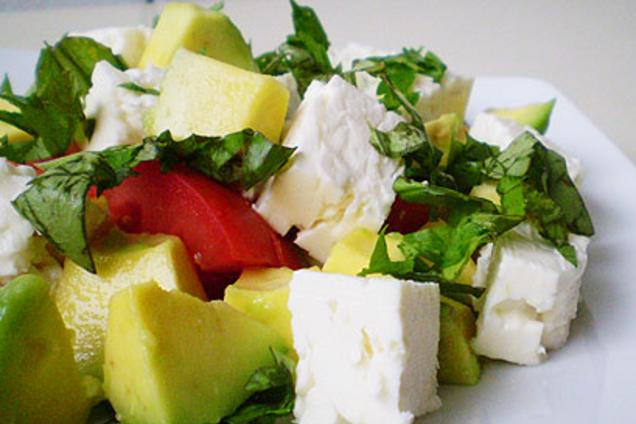 Салат с авокадо и ''Фетой''