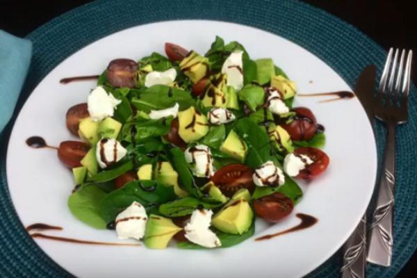 Салат с авокадо и сыром ''Філадельфія''