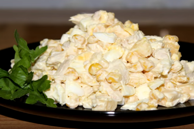 Салат с кукурузой и яйцами