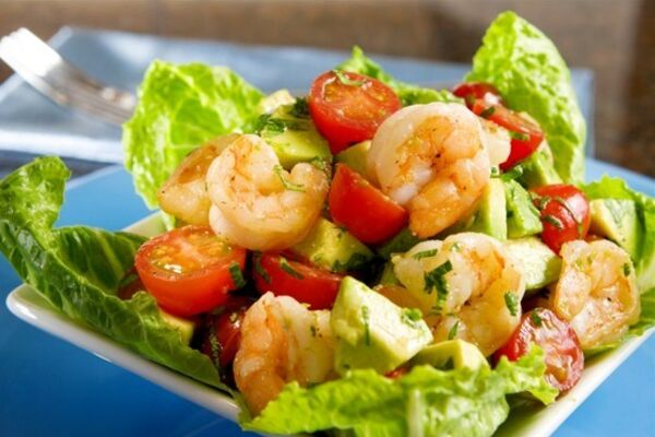 Салат з морепродуктами та авокадо