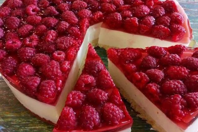 Торт с малиной и сметаной