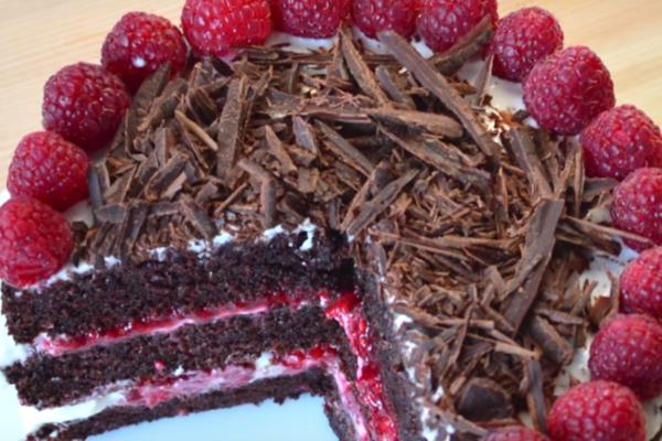 Торт з малиною